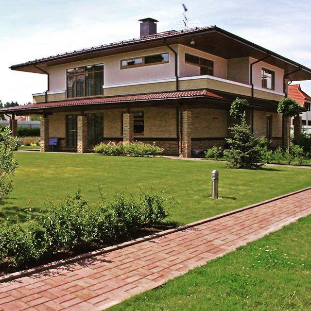 Экстерьеры загородных домов и коттеджей